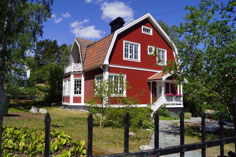 Pr Carlsson, 42 r i Enebyberg p Cypressvgen - unam.net