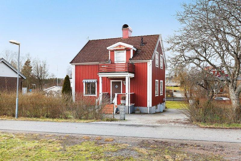 Carina Oskarsson, Kpmangatan 11B, Eksj   unam.net