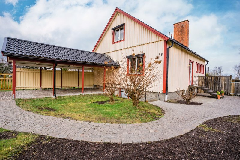 Nyinflyttade p Skolgatan, Vingker   unam.net