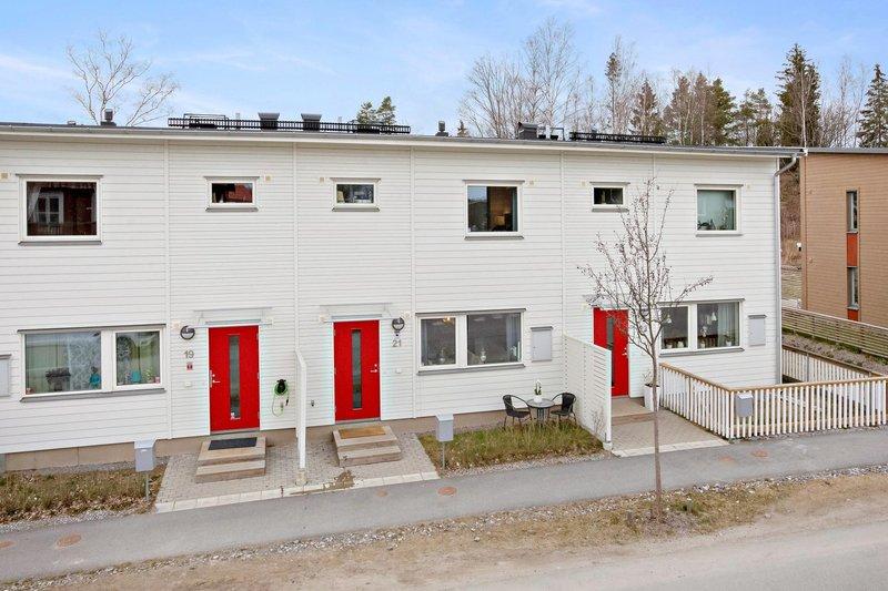 Tetiana Vynograd, Runhllsgatan 11, Upplands Vsby | satisfaction-survey.net